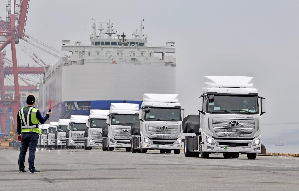 thumbnail for Hyundai levert eerste trucks op waterstof in Zwitserland