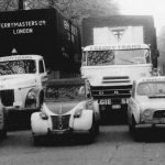 La flotte comprenait aussi trois voitures destinées au transport de documents : une Hillman Minx, une Renault 4L et une Citroën 2CV.