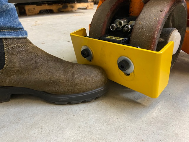 thumbnail for Footguardian protège les pieds contre les écrasements par les transpalettes